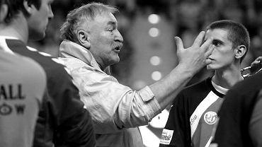Henryk Rozmiarek (1949 - 2021). W przeszłości trener gorzowskich piłkarzy ręcznych. Na zdjęciu podczas meczu z naszą drużyną z Vive w Kielcach