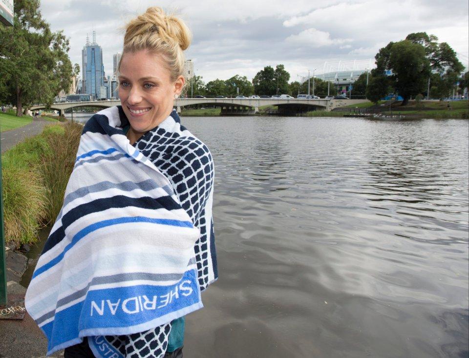 Zdjęcie numer 0 w galerii - Australian Open 2016. Triumfatorka Angelique Kerber kąpie się w rzece i zalicza wpadkę z obcasem [ZDJĘCIA]