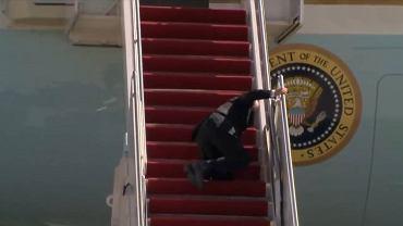 Prezydent USA Joe Biden przewrócił się na schodach Air Force One na oczach całego świata
