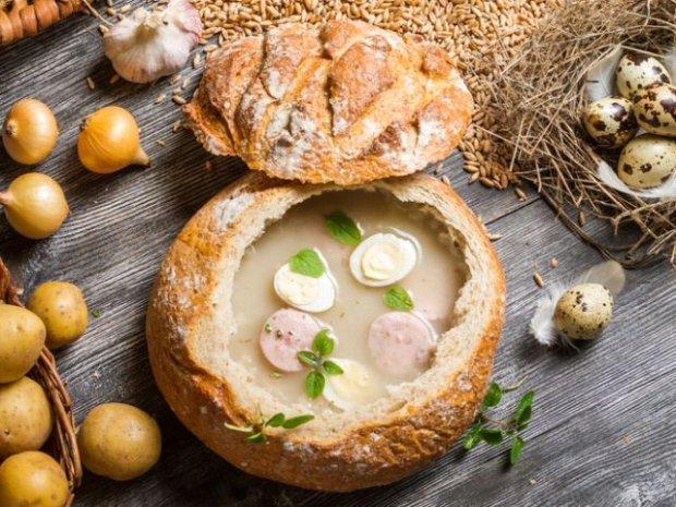 Żurek w chlebowej miseczce