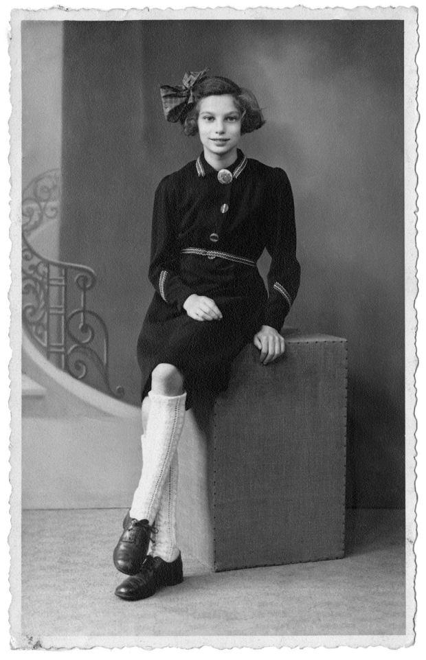 Lien de Jong, portret wykonany w studiu fotograficznym w mieście Edem 1945 r.