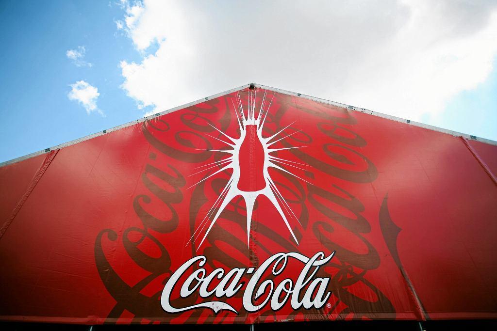 Chyba każdy zna charakterystyczną sylwetkę butelki Coca-Coli (fot. Daniel Staniszewski / AG)