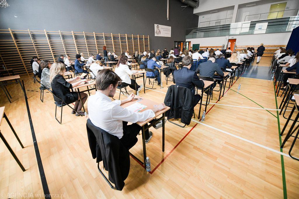 Matura 2020 z koronawirusem w tle. Szkoły przygotowują miejsca i środki do dezynfekcji