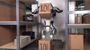 Ten robot Google jest bardzo zajęty pracą, która do niedawna była tylko dla ludzi
