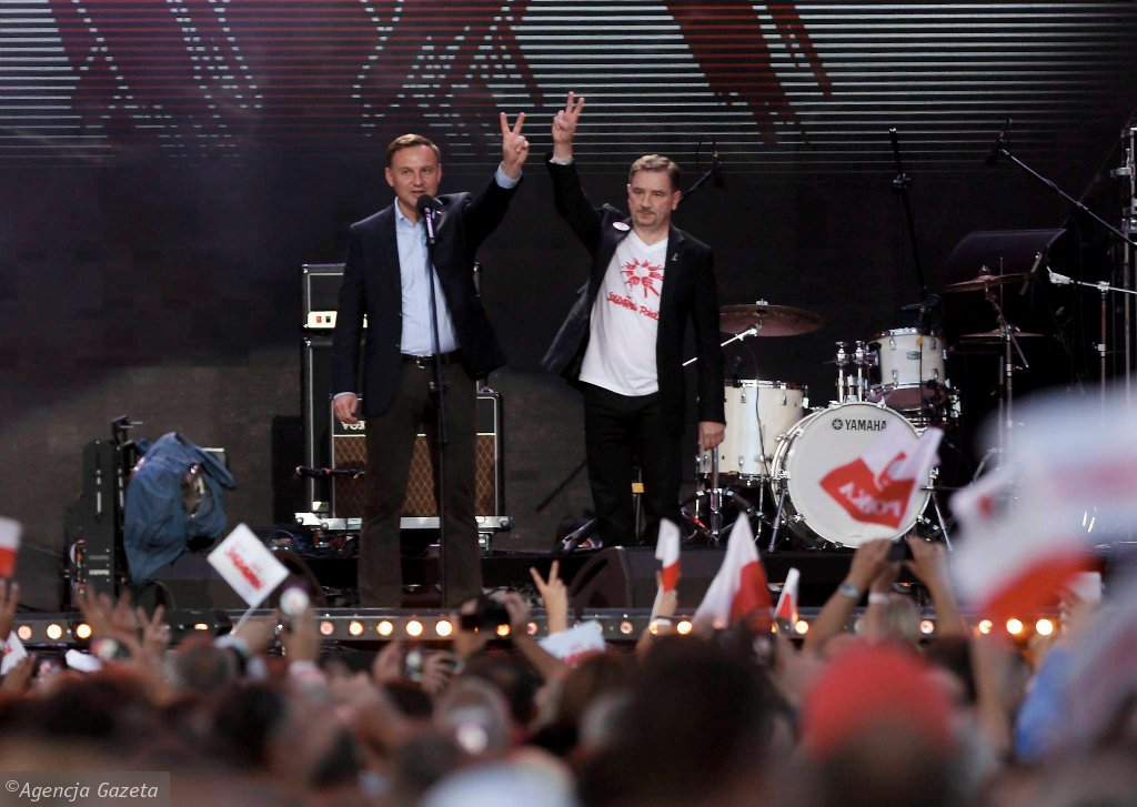 Prezydent Andrzej Duda i szef NSZZ 'Solidarność' Piotr Duda podczas sobotniego koncertu na dawnych terenach Stoczni Gdańsk