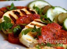 Grillowane halloumi i pomidory malinowe z dressingiem agawowym - ugotuj
