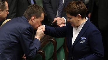 Mariusz Błaszczak i Beata Szydło po odrzuceniu wniosku o wotum nieufności