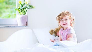 Masturbacja jest u dzieci zjawiskiem naturalnym i nie ma potrzeby, by rodzicie próbowali zniechęcać do niej malucha. Zdaniem psychologów takie zachowania ustąpią samoistnie (fot. FamVeld / iStockphoto.com)