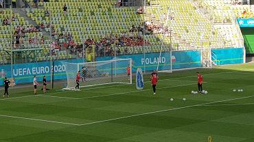 Paulo Sousa zaprosił na boisko czworo dzieci. Podawały piłkę bramkarzom