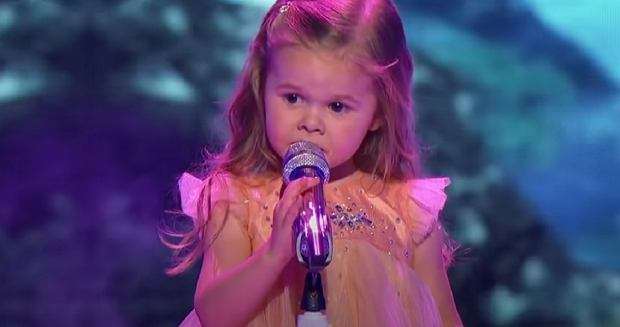 Adorable 3 years old Claire sings Little Mermaid on Little Big Shots