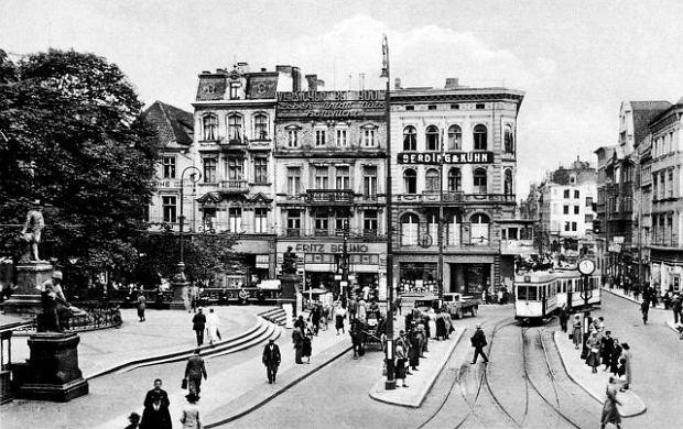 https://bi.im-g.pl/im/41/fc/d1/z13761601Q,Krolewiecki-plac-Wilhelma--1938-r-.jpg