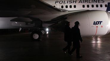 Zysk LOT-u za rok 2018 kilkakrotnie niższy. W dół wyniki pociągną feralne boeingi MAX. Na zdjęciu: prezentacja nowego podówczas nabytku PLL LOT - samolotu Boeing 737 Max 8. Warszawa, Okęcie, 2 grudnia 2017