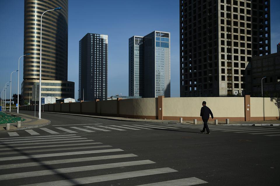 Dzielnice widma. Wieżowce w Yujiapu, która miała być nową dzielnicą finansową Tiencin. W tej dekadzie inwestycje w 15-milionowym portowym mieście pochłonęły biliony juanów. Do tej pory znaczna część budynków stoi pusta