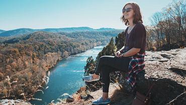 buty do chodzenia po górach, zdjęcie ilustracyjne
