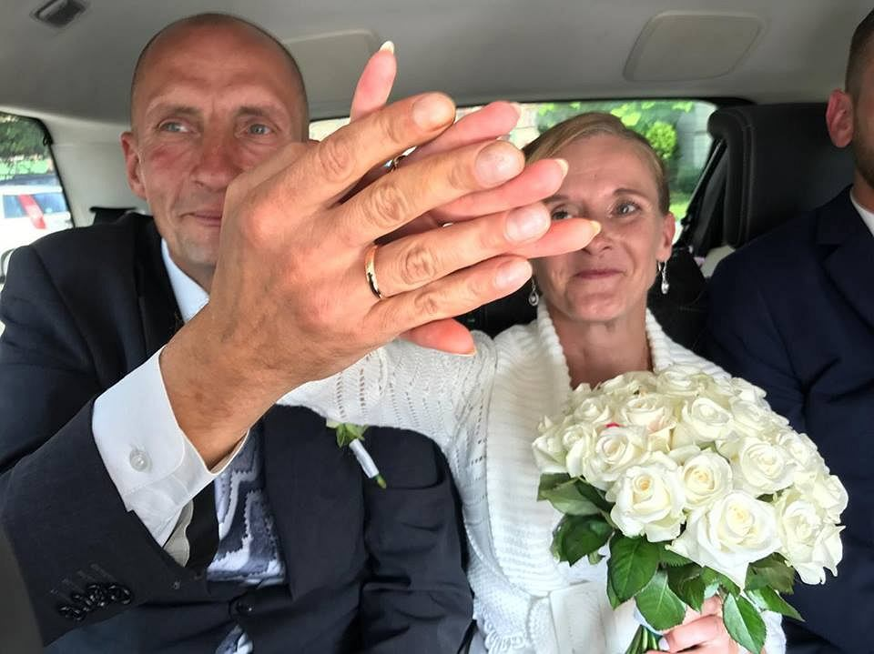 Dzięki pomocy dobrych ludzi ich ślub był jak z bajki.