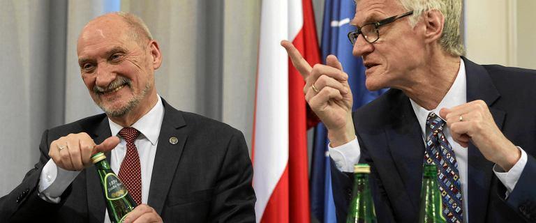 Podkomisja smoleńska w tym roku dostanie 2,7 mln zł