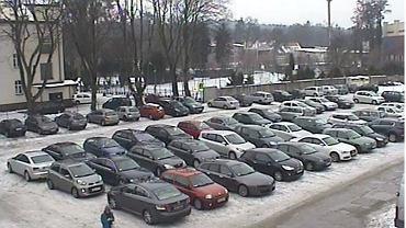 Co zrobić w przypadku, gdy ktoś zablokował nam wyjazd z miejsca parkingowego? To zależy, gdzie się to zdarzyło