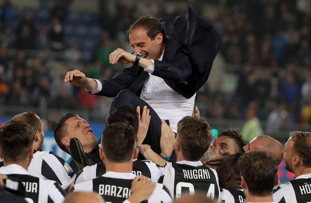 Massimiliano Allegri, trener noszony na rękach
