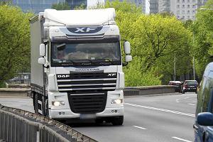 Ciężarówki ruszą na kiepskie drogi. Zmiana wymuszona przez Brukselę