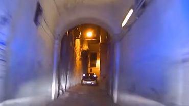 Pościg policji wąskimi uliczkami