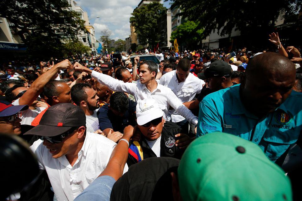- Chcemy zmobilizować całą Wenezuelę - oznajmił w Caracas tymczasowy prezydent Juan Guaidó.