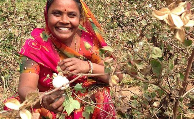 'Nasz program na rzecz zrównoważonej bawełny jest nie tylko korzystny dla naszej planety, ale również zmienia życie w Indiach i Pakistanie'