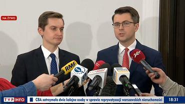 Sebastian kaleta i Piotr Muller na konferencji prasowej