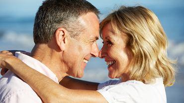 Seks w średnim wieku opóźnia menopauzę