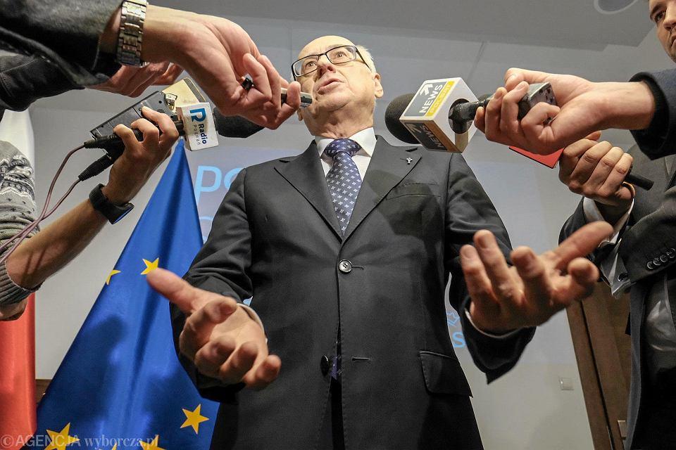 Zdzisław Krasnodębski podczas prezentacji kandydatów Prawa i Sprawiedliwości do Parlamentu Europejskiego.