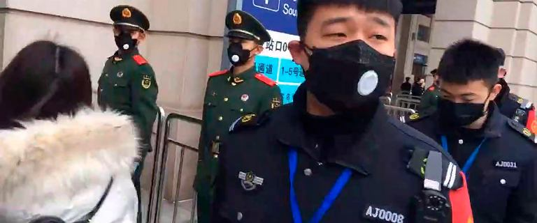 Koronawirus. Grupa polskich studentów wróciła z Wuhan. Trafili na obserwację
