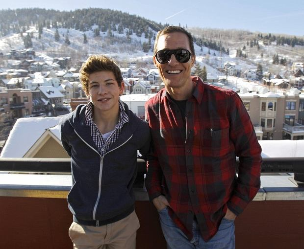 """Cast members Matthew McConaughey (R) and Tye Sheridan from the movie """"Mud"""" pose for a portrait during the Sundance Film Festival in Park City, Utah January 19, 2013. REUTERS/Mario Anzuoni  (UNITED STATES - Tags: ENTERTAINMENT)"""