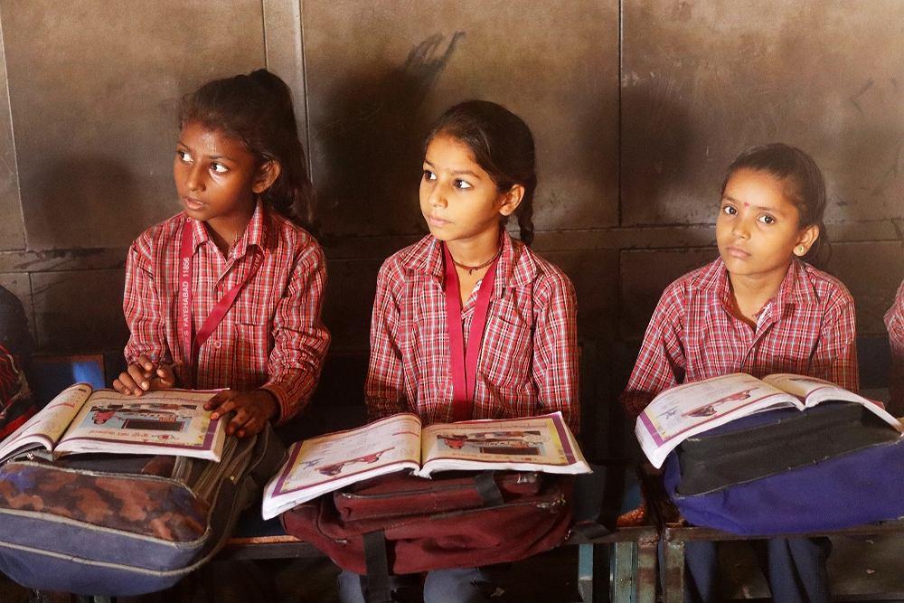 Uczennice w Indiach zdjęcie ilustracyjne