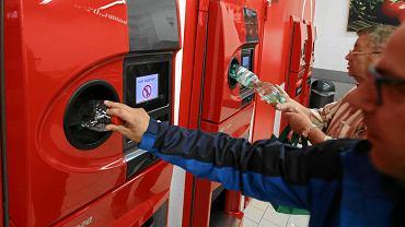 Automat do zwrotu plastikowych butelek w sklepie Kaufland w mieście Pasewalk w Niemczech. Automat przyjmuje tylko te butelki, na które wcześniej była naliczona kaucja. W Niemczech to prawie wszystkie butelki plastikowe i większość butelek szklanych
