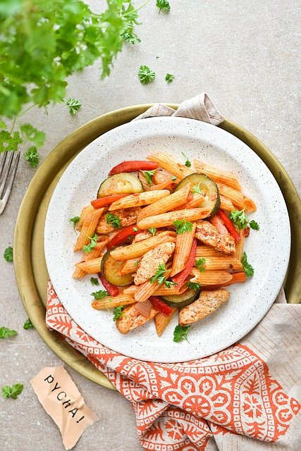 Makaron z kurczakiem - prosty obiad dla zabieganych [PRZEPISY]