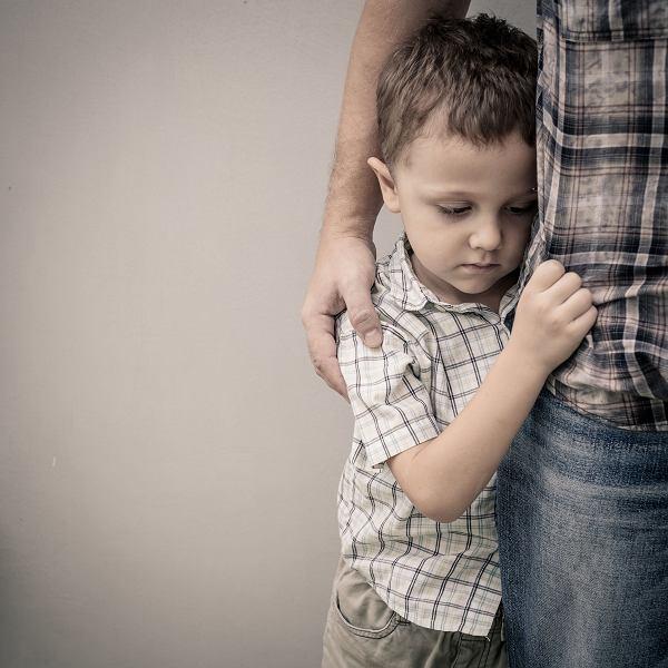 'Nie ma się czego bać', 'Chłopaki nie płaczą'. Jeśli tak mówi rodzic, dziecko stara się przestrzegać tych zasad, by zasłużyć na uwagę i miłość