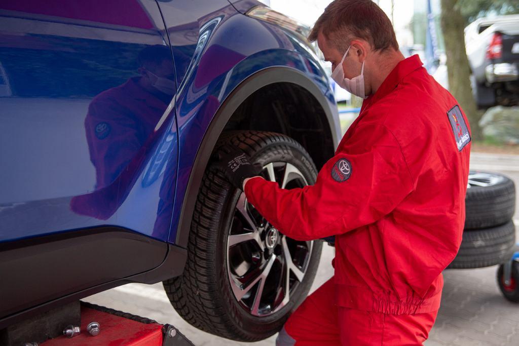 Toyota, wymiana opon