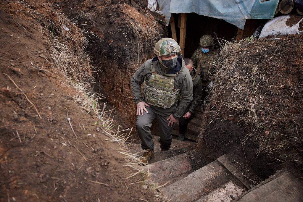 Ukraiński prezydent Wołodymyr Zełenski odwiedził żołnierzy w Donbasie