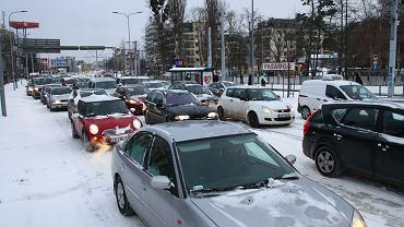 IMGW wydało ostrzeżenia przed opadami śniegu oraz oblodzeniem (zdjęcie ilustracyjne)