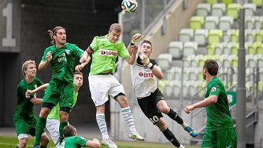 W pierwszym przedsezonowym sparingu piłkarze Lechii Gdańsk pokonali 1:0 Olimpię Grudziądz. Jedyną bramkę spotkania zdobył Stojan Vranjes, który wykorzystał rzut karny. W gdańskim zespole było kilku nowych piłkarzy pozyskanych w tym okienku transferowym. Mecz rozegrano na PGE Arenie. Zobacz zdjęcia z tego meczu.