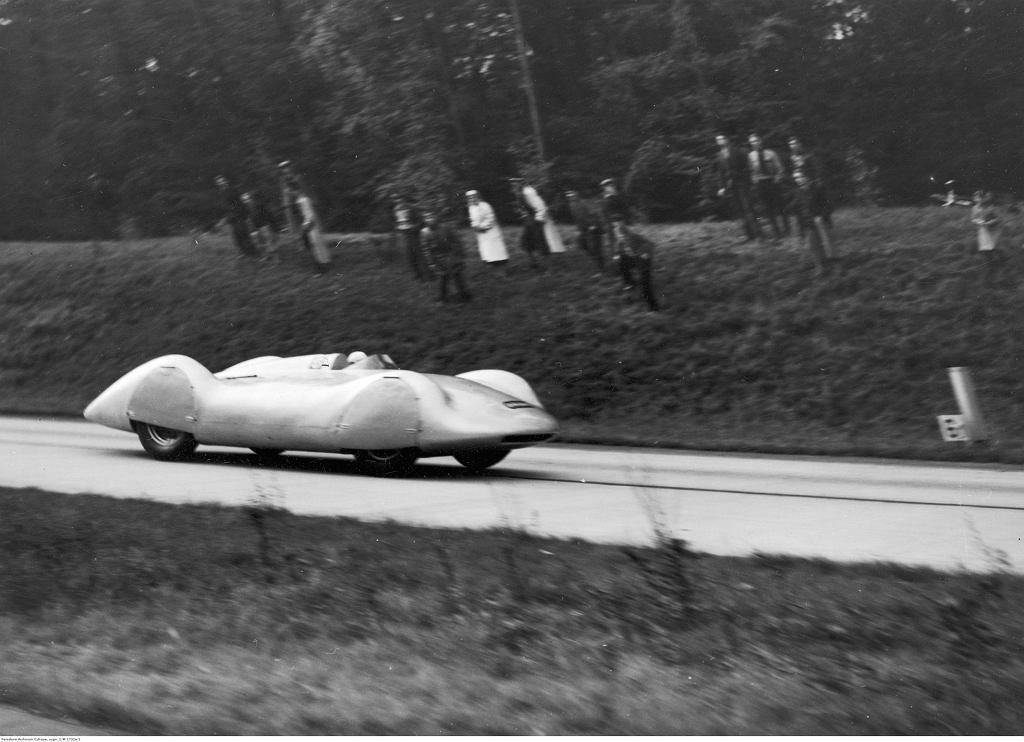 Bernd Rosemeyer w Auto Union, 1937 r.