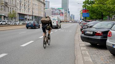 Aleje Jerozolimskie, rowerzysta na buspasie