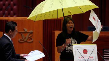 Hongkong. Nowy deputowany Leung Kwok-hung, który w poprzedniej kadencji wspierał rewolucję żółtych parasolek.
