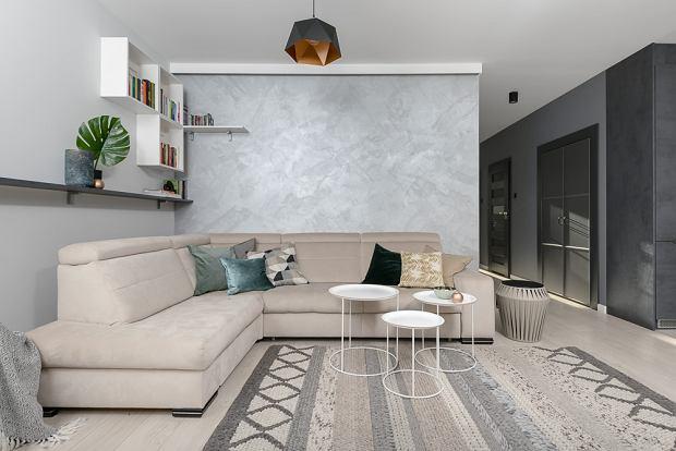 Minimalistyczne mieszkanie z antresolą