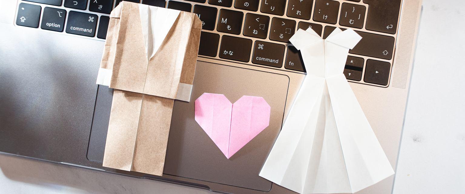 Śluby online dały szansę połączenia par w czasie pandemii. (Fot. Shutterstock)