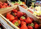 Ile kosztują truskawki? I dlaczego w supermarkecie są droższe niż na straganie?