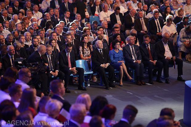 Prezes Jarosław Kaczyński, oraz władze partyjne i państwowe podczas konwencji wyborczej Prawa i Sprawiedliwości. Lublin, 7 września 2019
