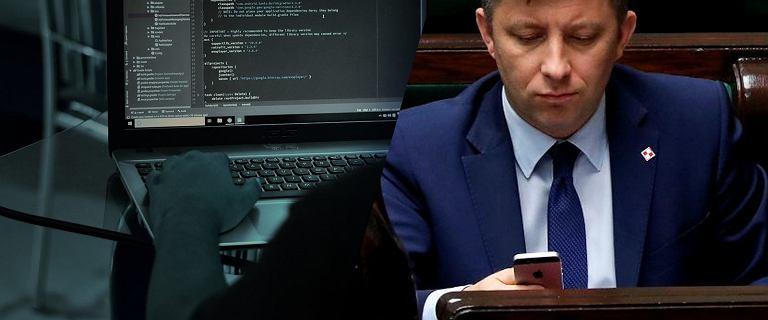 Dworczyk miał konsultować odpowiedzi na pytania mediów z dziennikarzem TVN