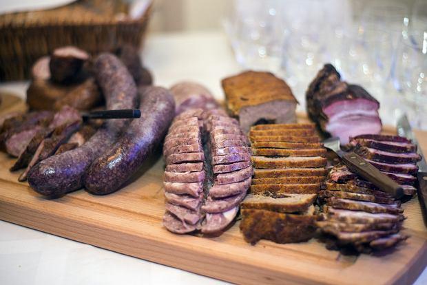 Polacy lubują się w tradycyjnych, swojskich daniach. Łatwo nas zatem skusić potrawą, której nazwa odnosi się do tych cech