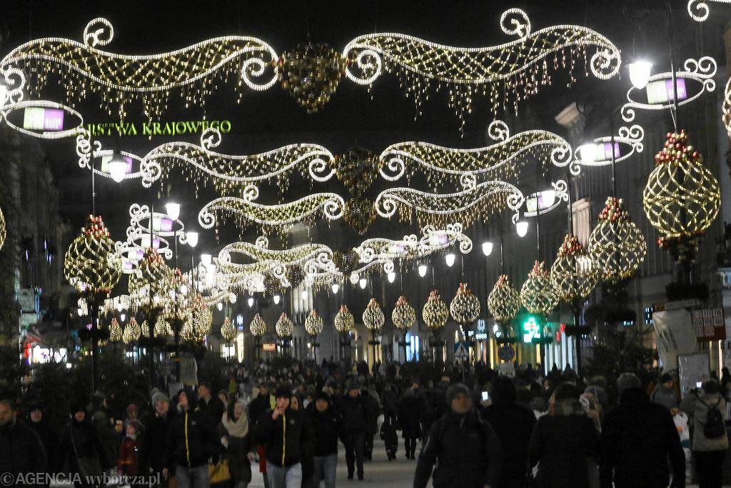 Świąteczna iluminacja rozbłysła w Warszawie.