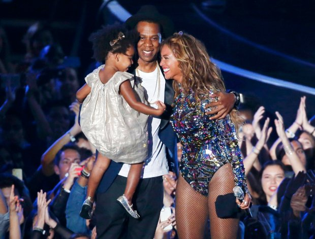Beyonce smiles with Jay-Z and daughter Ivy Blue after accepting the Video Vanguard Award on stage during the 2014 MTV Video Music Awards in Inglewood, California August 24, 2014. REUTERS/Lucy Nicholson (UNITED STATES - Tags: ENTERTAINMENT) (MTV-SHOW)